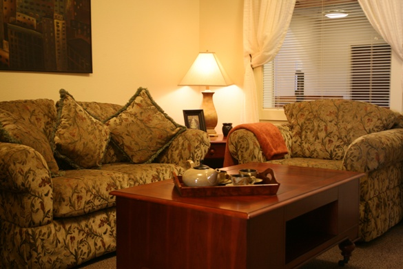 Prestige Senior Living Beaverton Hills, OR - Living Room