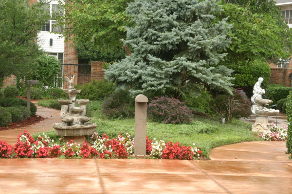 Rivermont Retirement Community - Norman, OK - Courtyard