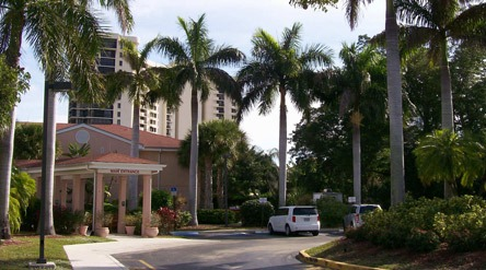 Savannah Court and Cove of the Palm Beaches - West Palm Beach, FL - Exterior