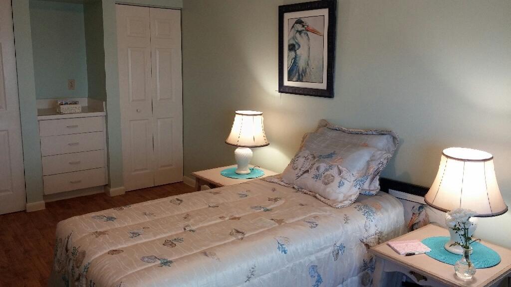 Seadise Manor - Ormond Beach, FL - Bedroom