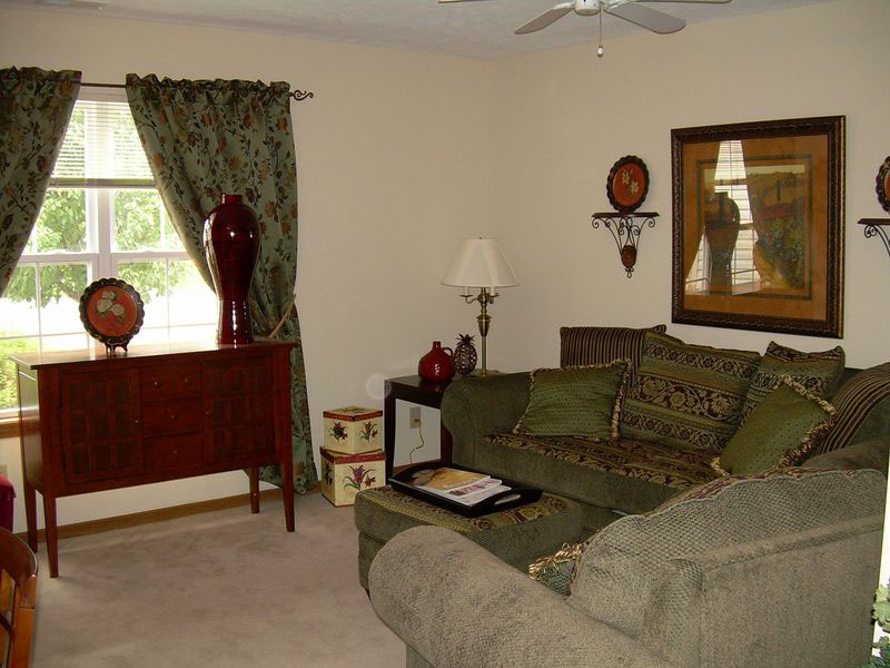 Spring Mill Meadows Garden Homes - Indianapolis, IN - Living Room