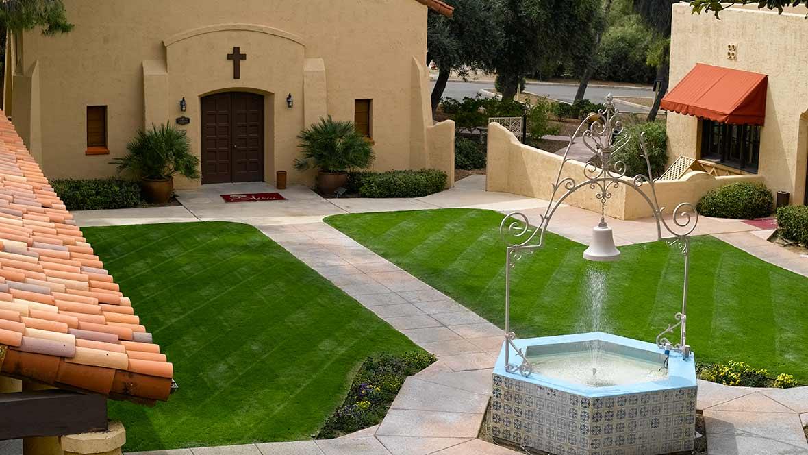 Atria Bell Court Gardens - Tuscon, AZ - Courtyard