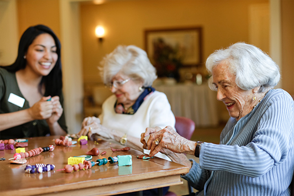 Vi at Aventura, FL - Residents doing arts and crafts