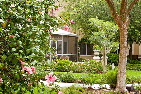 Vi at Bentley Village - Naples, FL - Courtyard