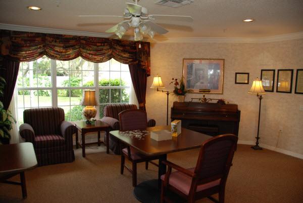 Windsor Oaks of Bradenton, FL - Living Room