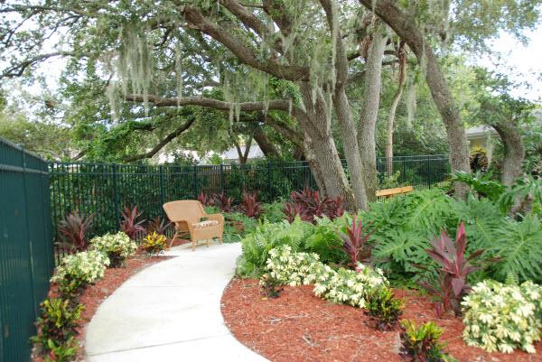 Windsor Oaks of Bradenton, FL - Courtyard