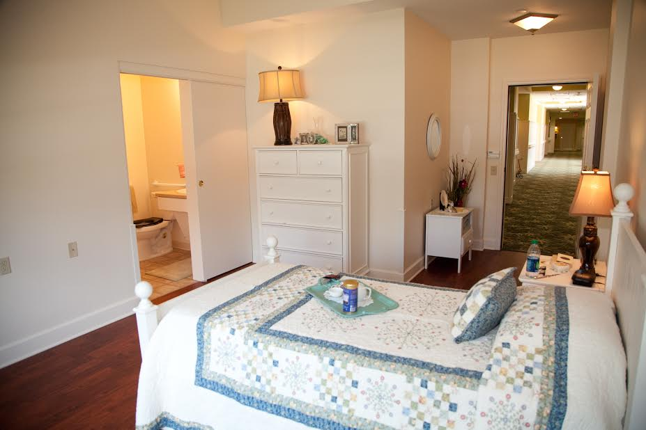 Windsor Reflections Memory Care - Lakewood Ranch, FL - Bedroom